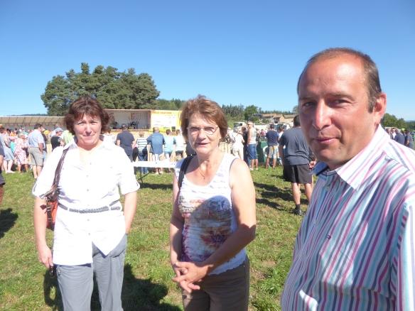 Valérie PRUNIER et Colette FERRAND, conseillère départementale de la Loire en compagnie du maire de Sauvessanges